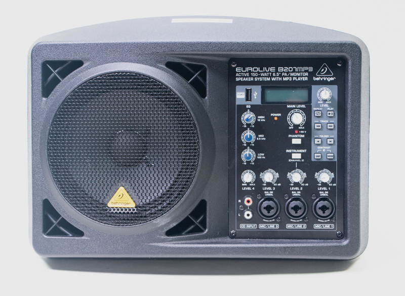 A black Eurolive B207 MP3 speaker system by Behringer